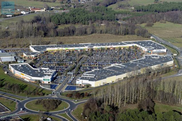 Ruaudin mondov lo quitte family village et s implante avec cash piscines l - Village de chine le mans ...
