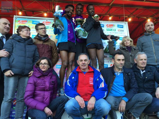 "Le podium de la course des As hommes, au cross international ""Le Maine Libre - Allonnes - Sarthe""."