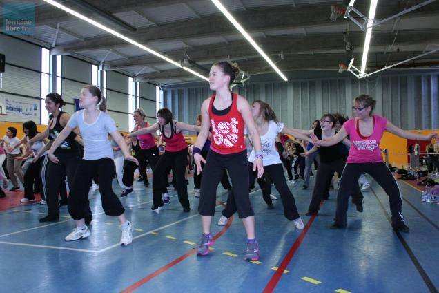 Plus de 200 personnes ont participé à la mega-zumba au gymnase Anjou.
