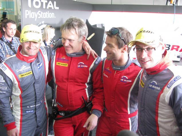 Scène de joie dans le clan Loeb après la deuxième place de l'équipe.