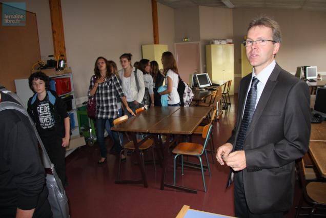 Le principal du collège Christophe Gonnier a accompagné les collégiens dans la visite.