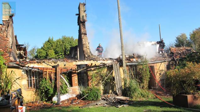 tresson une maison de paysagistes enti rement d truite par un incendie le maine libre. Black Bedroom Furniture Sets. Home Design Ideas