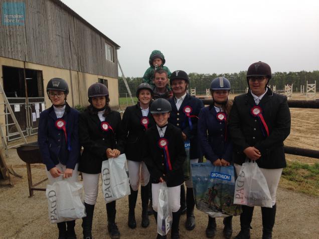 Les cavaliers du Neipo classés lors du concours complet d'équitation dimanche à Dangeul.