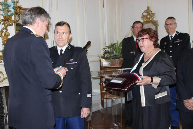 Le colonel Renard s'est vu remettre la médaille de bronze et de la Jeunesse et des Sports pour l'organisation de la sécurité autour du circuit.