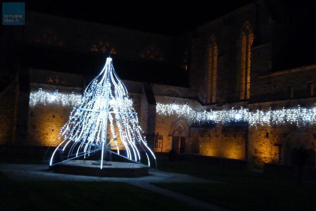 Le mans l 39 abbaye de l 39 pau illumin e pour no l le maine libre for Illumination exterieure pour noel