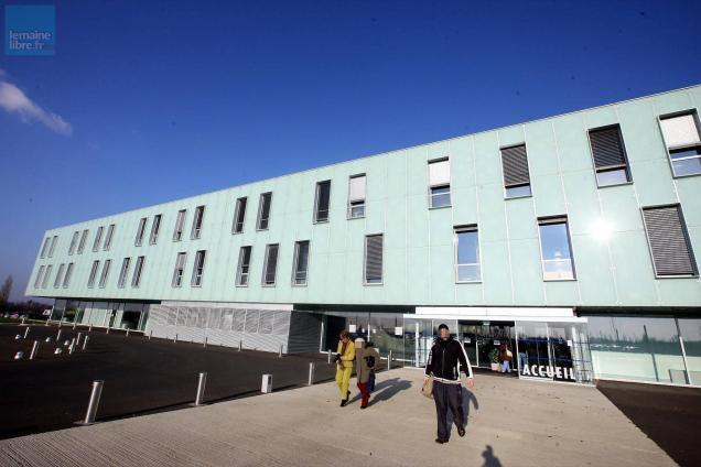 Au centre hospitalier du Bailleul, sur cinq gynécologues en poste en 2017, trois ont fait valoir leur clause de conscience.. Photo archives ML - Hervé PETITBON