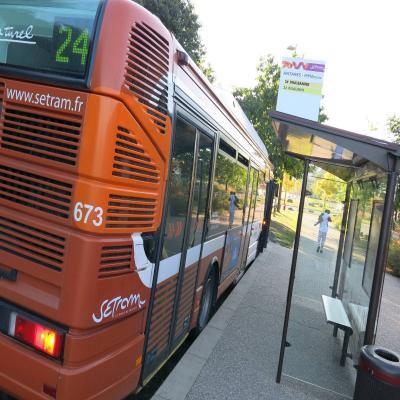 homme Single Deck bus Branchement Okinawa