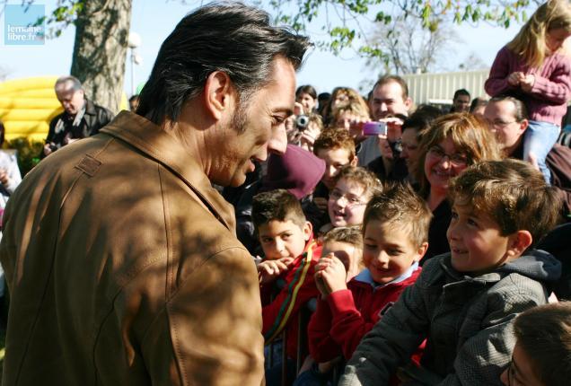 Gérard Vives est allé à la rencontre du public en toute simplicité.