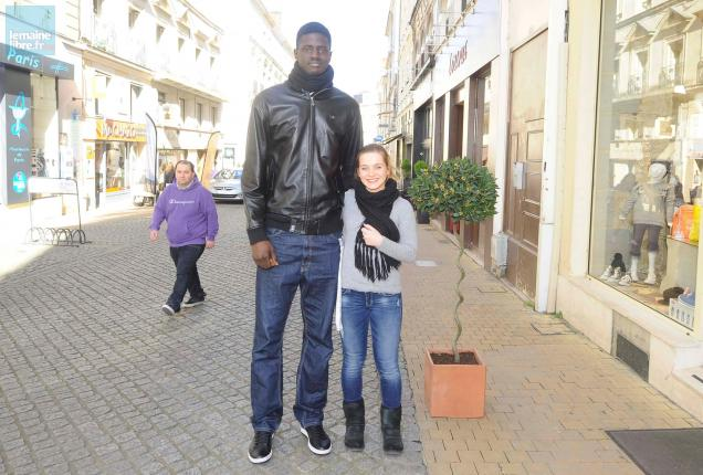 revendeur dfdff 3d5d0 Basket. 2,21 m : la vie de géant de Youssoupha Fall   Le ...